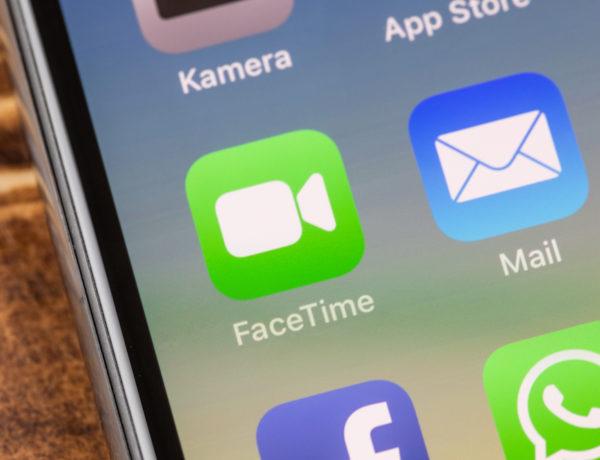 A FaceTime Bug Lets People Secretly Spy On You!
